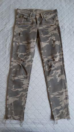 XS,S Zara Джинсы с прорезями скинни принт камуфляж штаны
