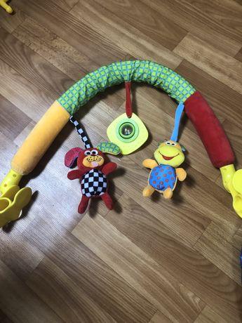 Дуга с игрушками для коляски