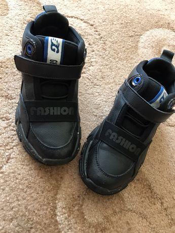 Продам стильные детские кроссовки!
