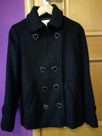 Czarny płaszcz z guzikami w kształcie serca H&M jeszcze taniej! roz 36