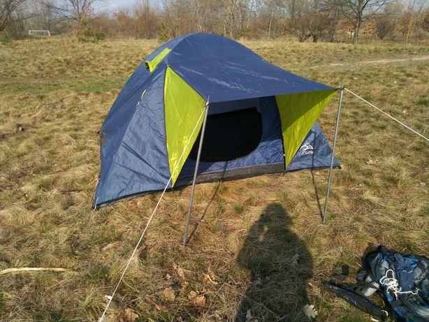 Четырехместная туристическая палатка
