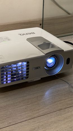 Проектор W1070