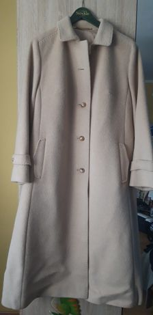 Płaszcz beżowy długi z lamy rozm.42