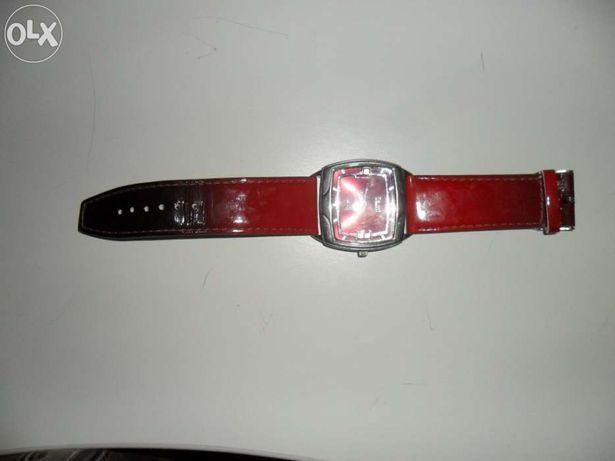 Relógio de senhora vermelho