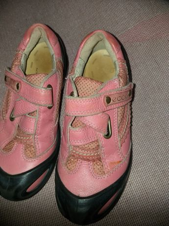 Кроссовки на девочку кожа