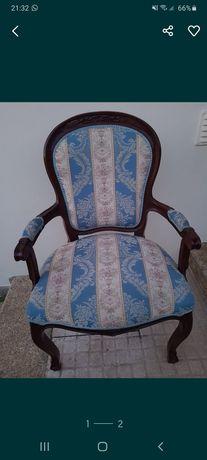 Cadeira de madeira e tecido