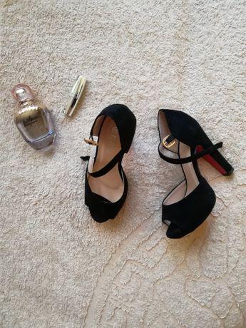 Стильные и удобные босоножки для модницы
