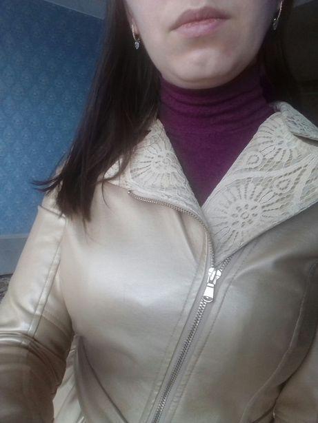 Куртка р.42 (S) воротник с кружевом