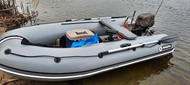 Килевая  лодка  Навигатор  в полном комплекте