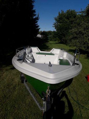 Łódka wędkarska z przyczepą