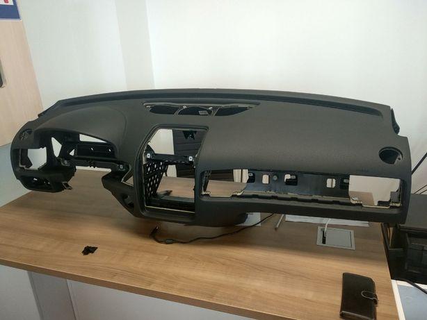 Панель передня VW Touareg 2011-2018 7P1857003G HR2