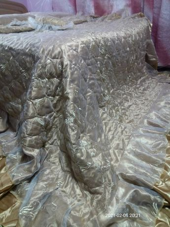 Покривало на двоспальне лiжко