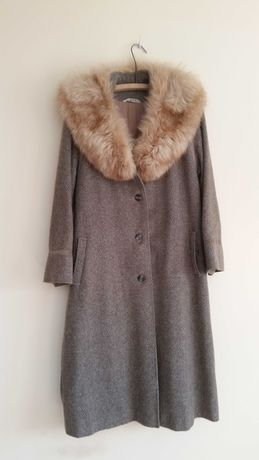 casaco comprido em lã usado