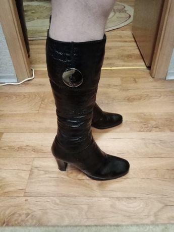 Женские кожаные сапоги 39 стелька 26см