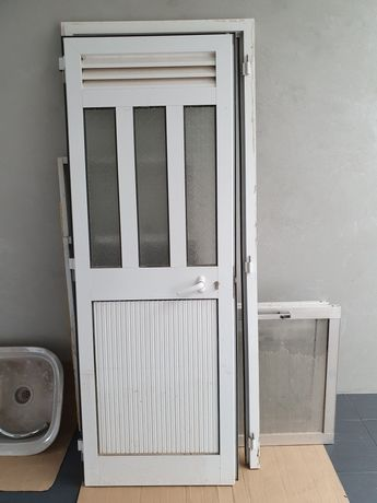 Porta exterior alumínio branca
