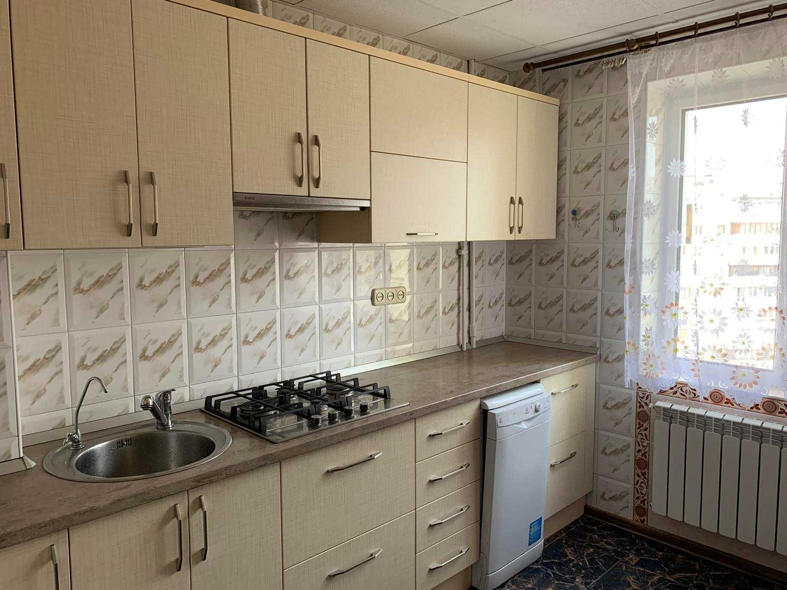 Продам 3-х комнатную квартиру улица Радунская дом 14 массив Троещина