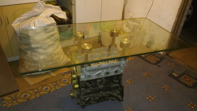 Stolik z bloku silnika, hartowane szkło, podświetlany