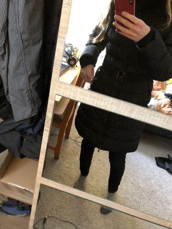 Czarna długa kurtka