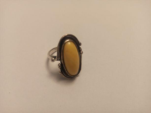 Kolekcja Antyk Pierścień srebro z bursztynem