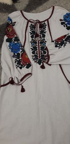 Сукня вишита ручна з бісером розмір 46-48
