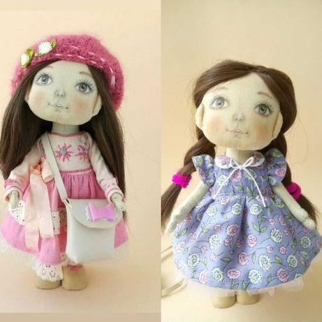 Кукла ручной работы. Кукла текстильная с коричневыми волосами.