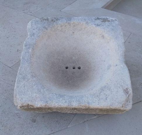 Pia em pedra rústica