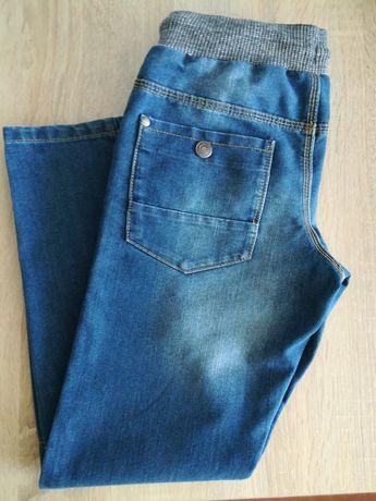 Фирменные джинсы для мальчика 7-9 лет.