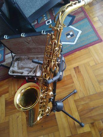 Saksofon altowy Jupiter Jas 769 767 z futerałem i stojakiem.