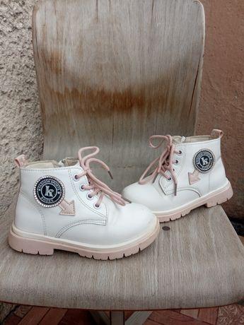 Черевики, взуття для дівчинки
