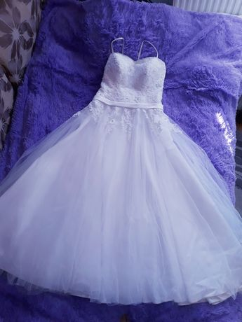 Piękna suknia ślubna kształt litery A