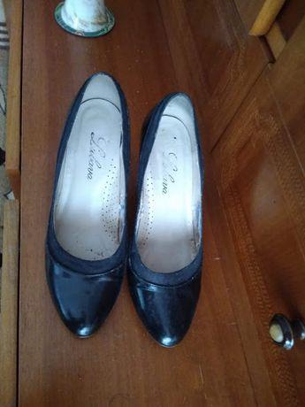 туфли лаковые с замшевой вставкой