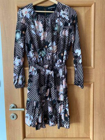 Sukienka w różnokolorowe kwiaty Afunguard