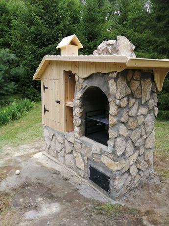 Grill-wedzarnia z kamienia i drewna