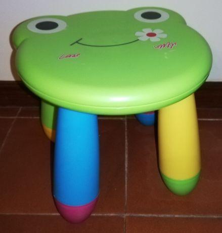 Banco Super Atrativo e Colorido - Cara de Sapo - Infantil / de Criança