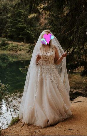 Suknia ślubna z związanym tyłem