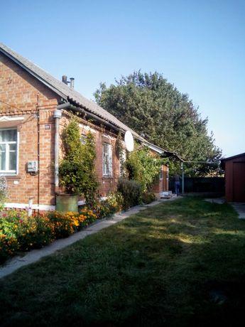 Продам добротный дом (70м2)с земельным участком в пригороде Ромны.