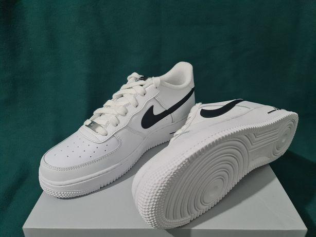 Ténis Nike Air Force 1.