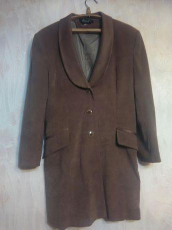 Пальто - жакет женское велюровое.