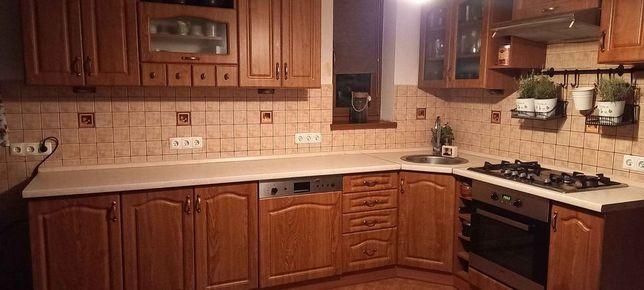 zestaw mebli kuchennych z wyposażeniem