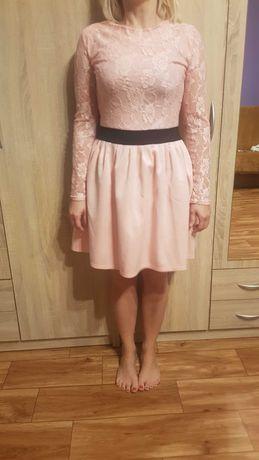 Sukienka pudrowy róż i koronką