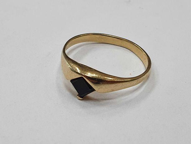 Klasyczny złoty pierścionek damski/ 585/ 1.78 gram/ R15/ Czarny kamień