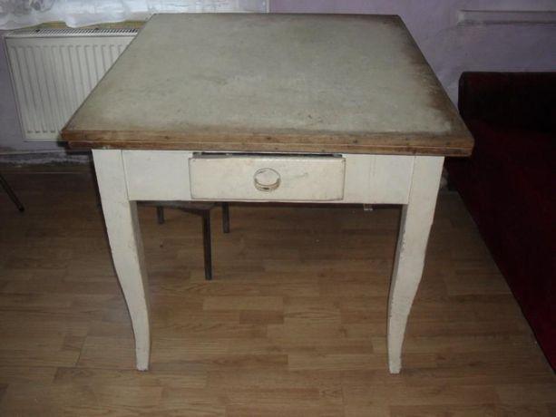 Stary stół rozkładany