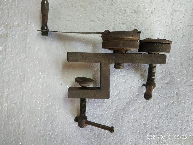Машинка для выравнивания крышек