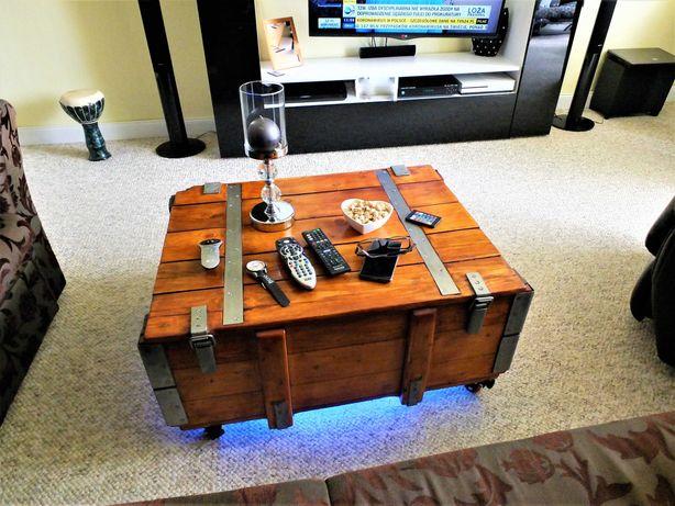 Stolik ze starej skrzyni podświetlany z PowerBankiem