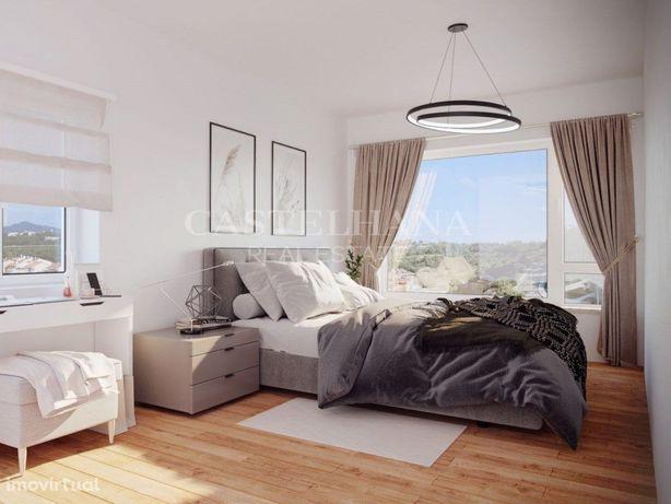 Apartamento T4 com varandas e estacionamento no Estoril, ...