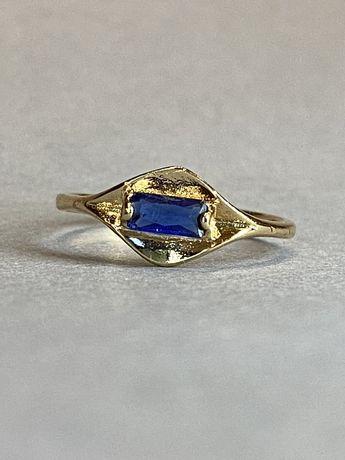 Дизайнерское кольцо с синим камнем