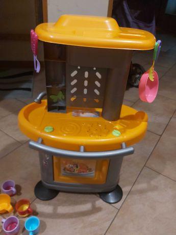 kuchnia z naczynkami dla dzieci