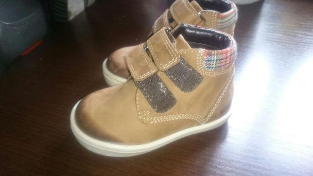 Продам детские кожаные ботиночки Mark&Spenser 5 размер