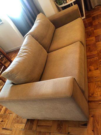 Sofá em tecido usado