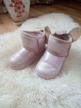 Уги чоботи черевички